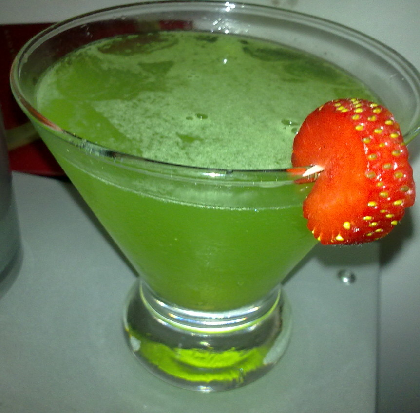 Green iguana cocktail cuisine recipes for Green alcoholic drinks recipes